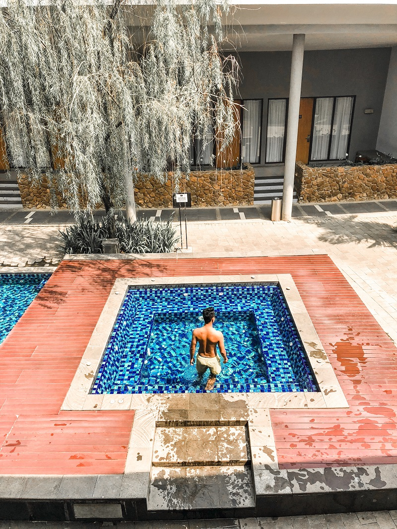 Swmming Pool Neo Green Savana Sentul City 4.jpeg