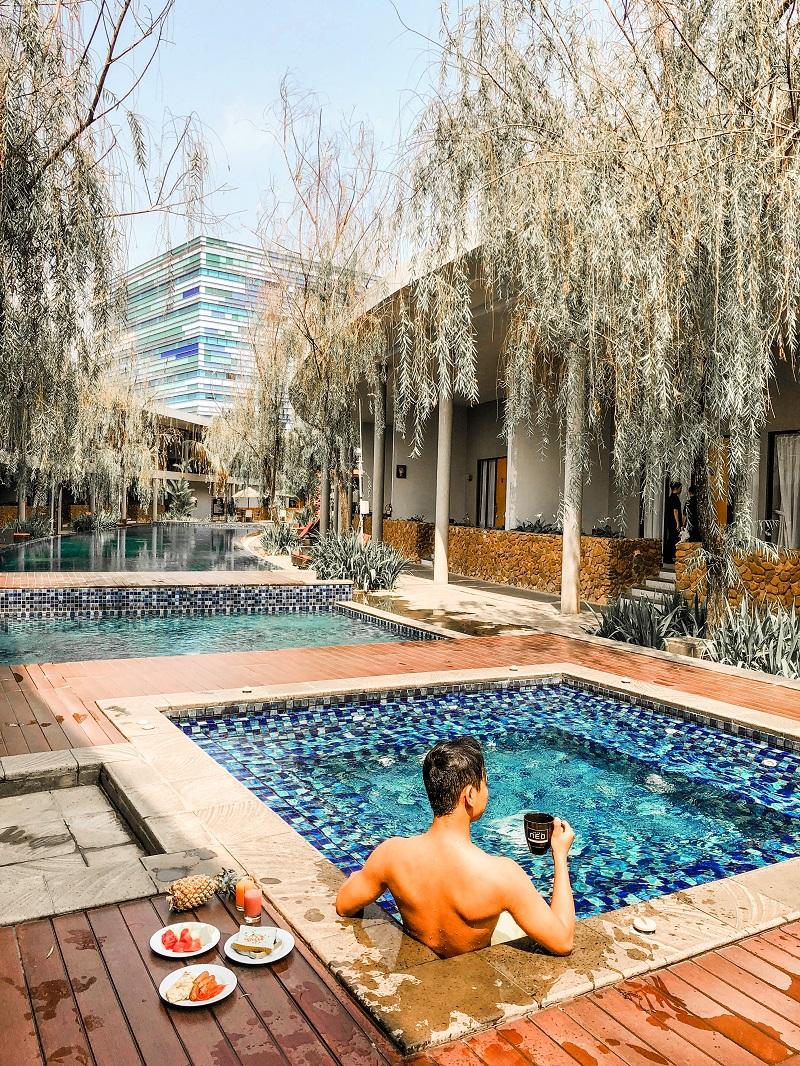 Swmming Pool Neo Green Savana Sentul City 7.jpeg
