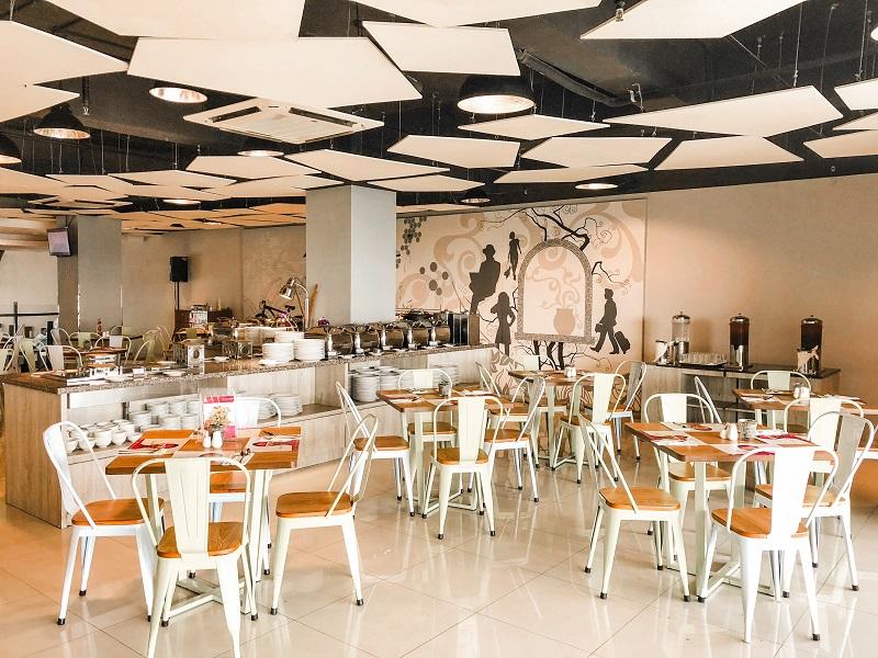 Lime Restaurant Fave Hotel Medan 3.jpeg