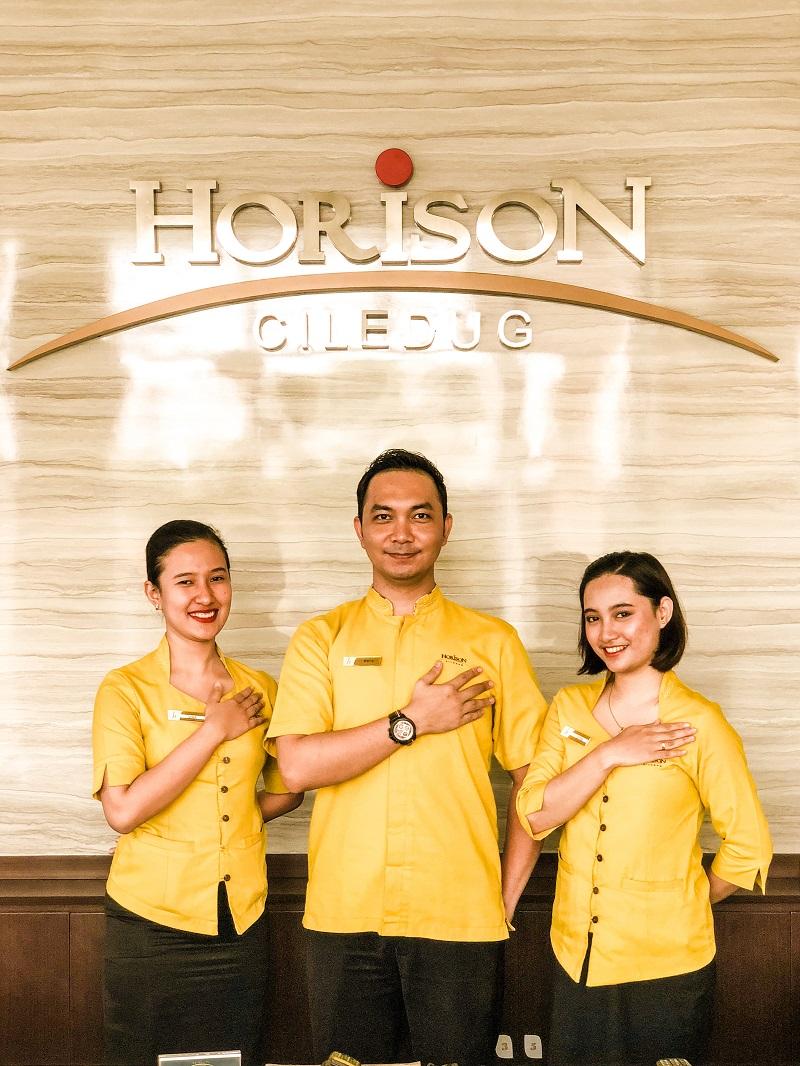 Lobby Horison Hotel Ciledug 02.jpeg