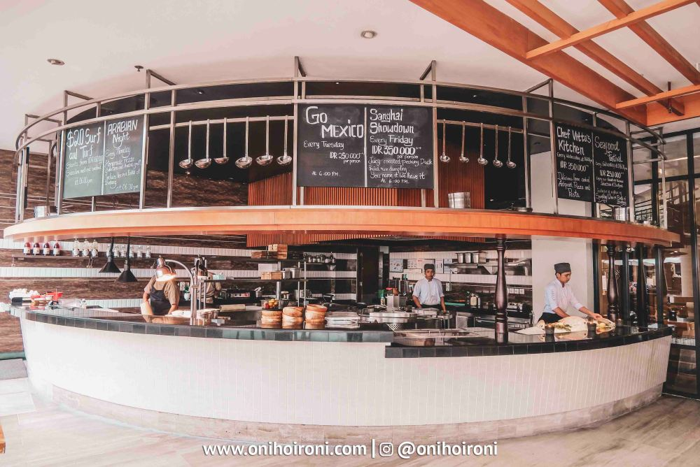 5 Restaurant The Stones Hotel Bali Legian