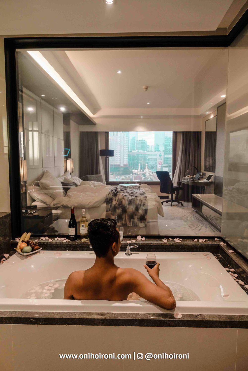 Room Crowne Plaza Jakarta 4.jpg