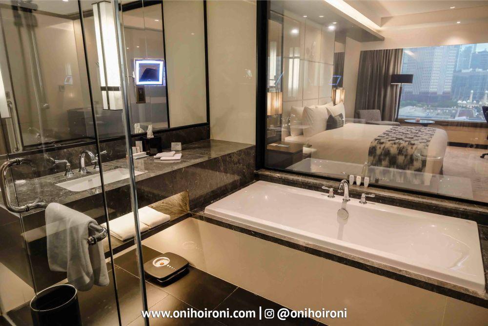 Room Crowne Plaza Jakarta 8.jpg