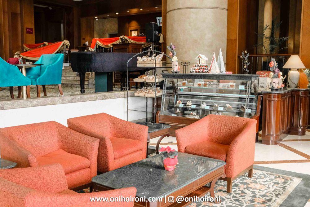 semanggi lounge crowne plaza jakarta 8