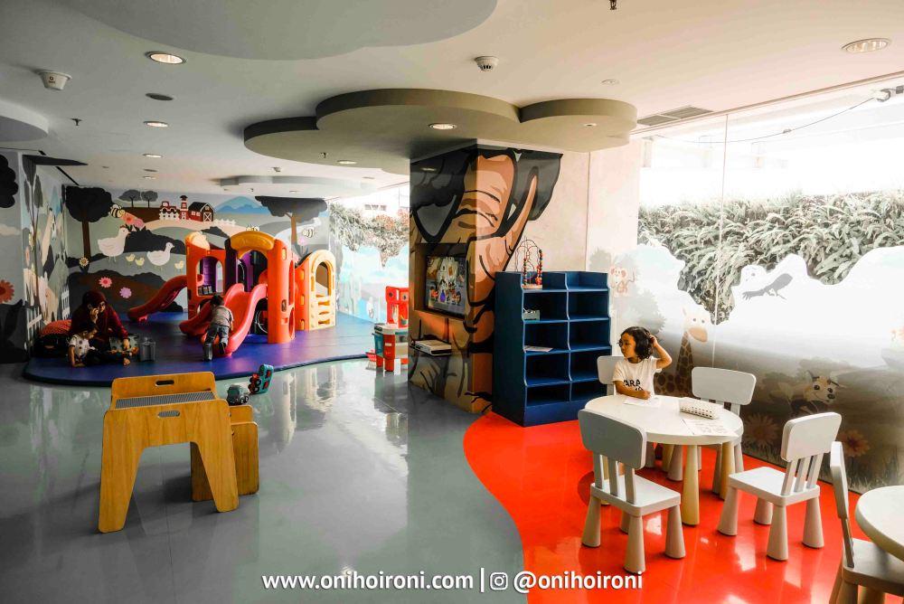 1 Kids Club Crowne Plaza Bandung Oni Hoironi