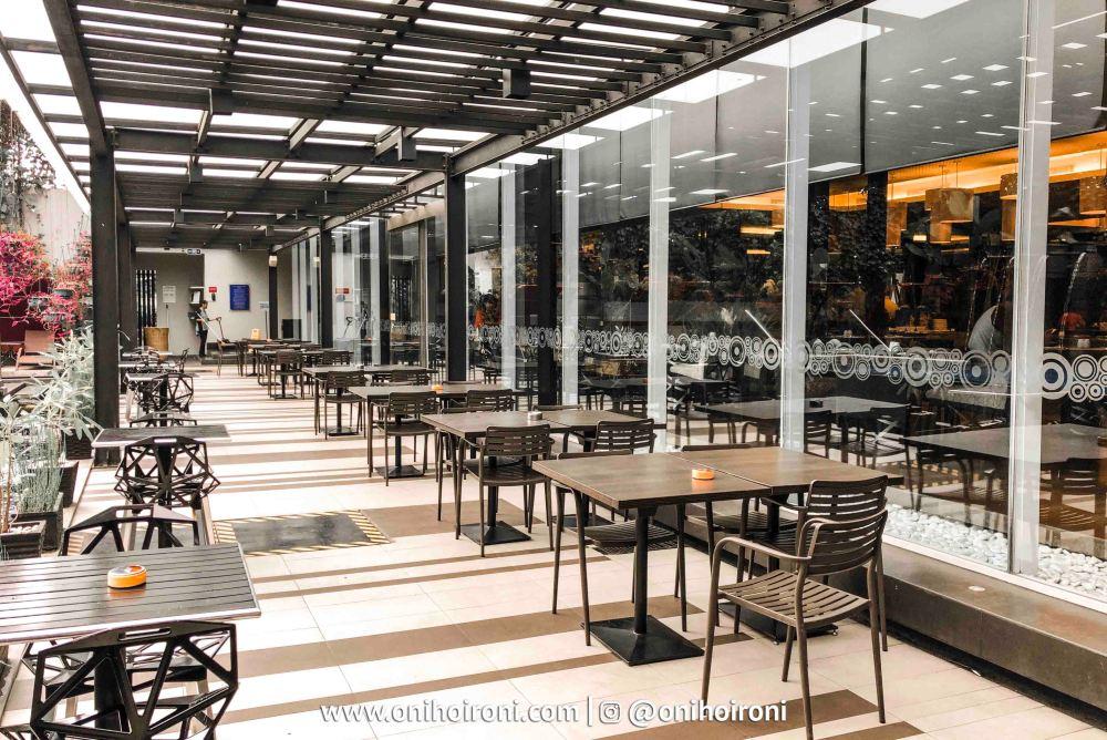 1 The Ambassador Restaurant Holiday Inn Pasteur Oni Hoironi