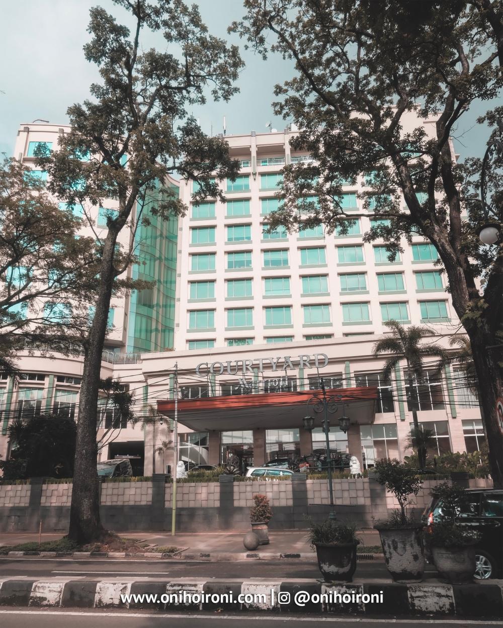 2 Building Courtyard Bandung oni hoironi