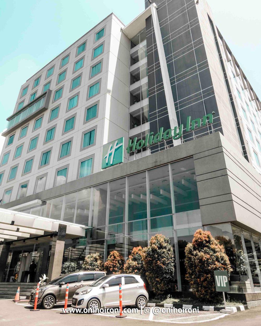 2 Holiday Inn Bandung Pasteur Oni Hoironi