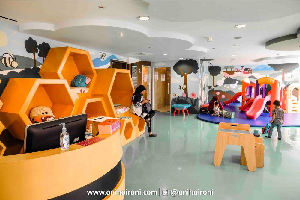 2 Kids Club Crowne Plaza Bandung Oni Hoironi