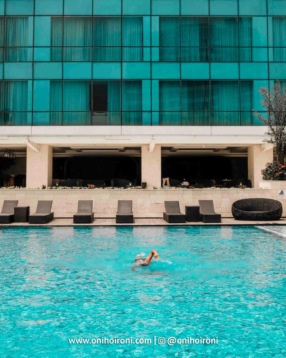 2 Swimming Pool Crowne Plaza Bandung Oni Hoironi