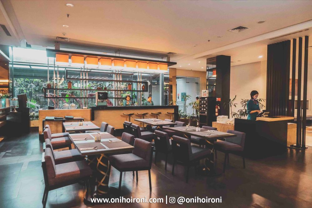 2 The Ambassador Restaurant Holiday Inn Pasteur Oni Hoironi