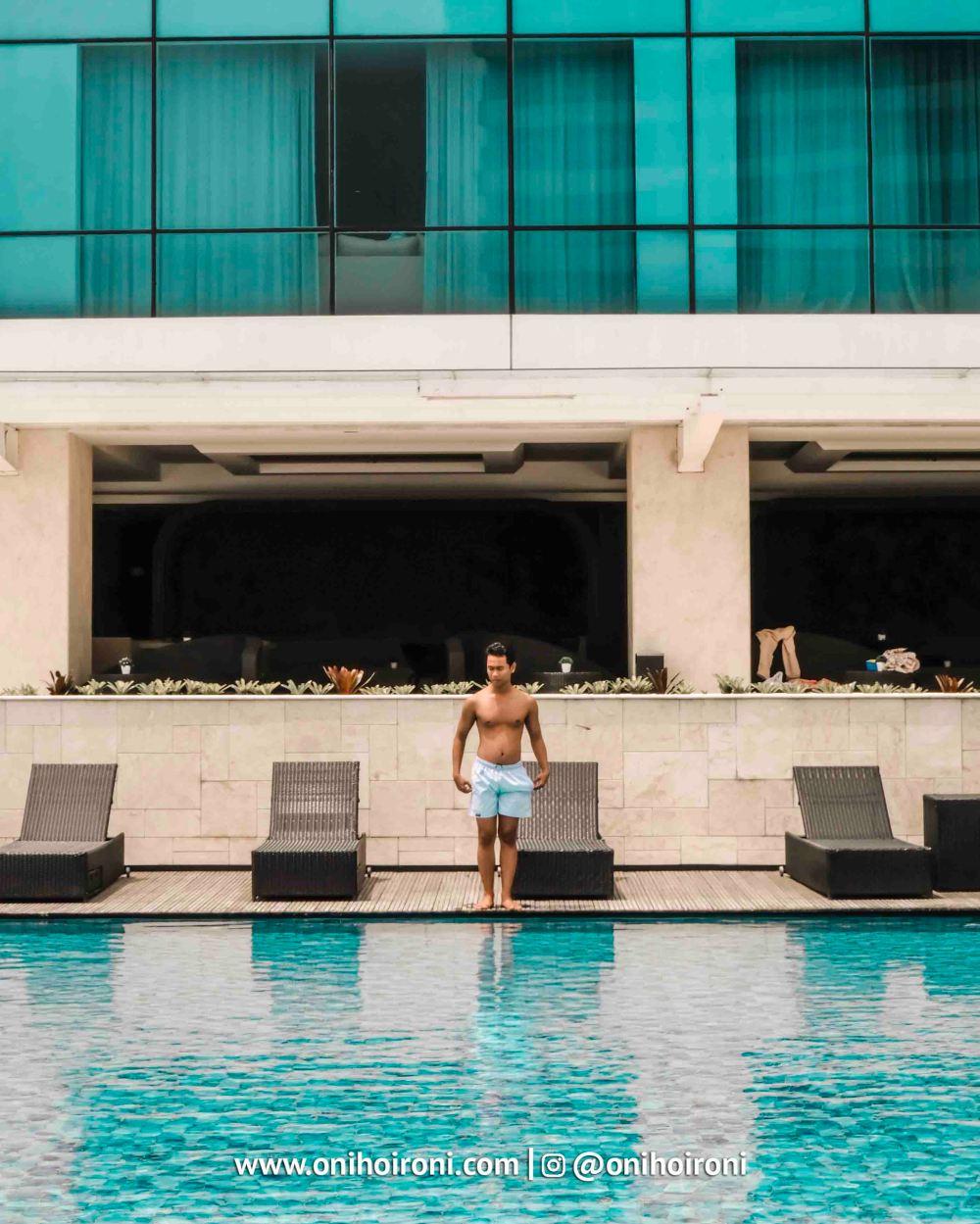 3 Swimming Pool Crowne Plaza Bandung Oni Hoironi