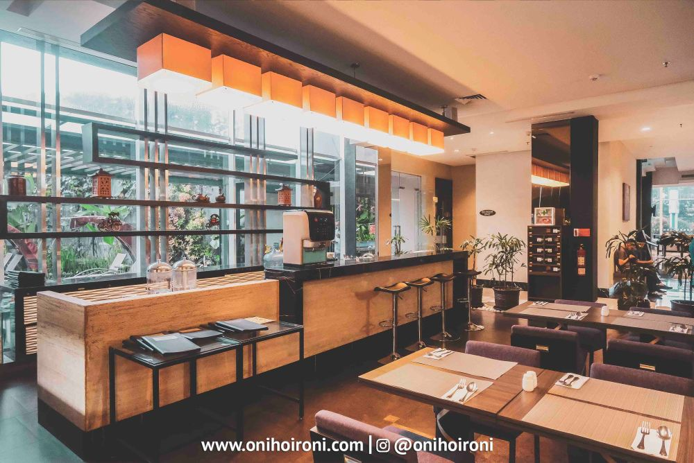 3 The Ambassador Restaurant Holiday Inn Pasteur Oni Hoironi