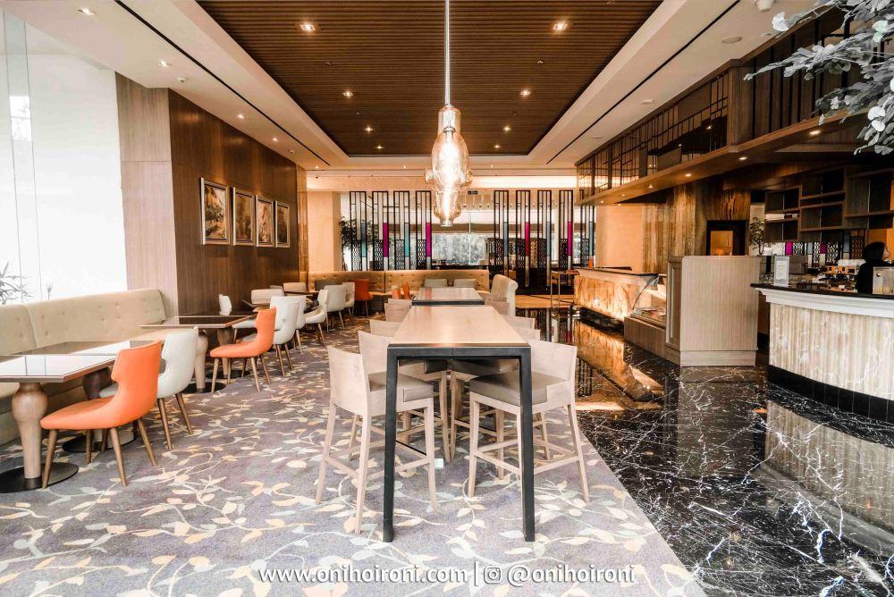 4 Connextion Lobby Lounge Crowne Plaza Bandung Oni Hoironi