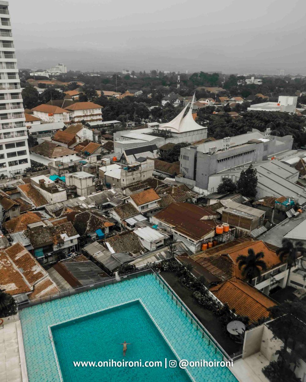 4 Swimming Pool Crowne Plaza Bandung Oni Hoironi