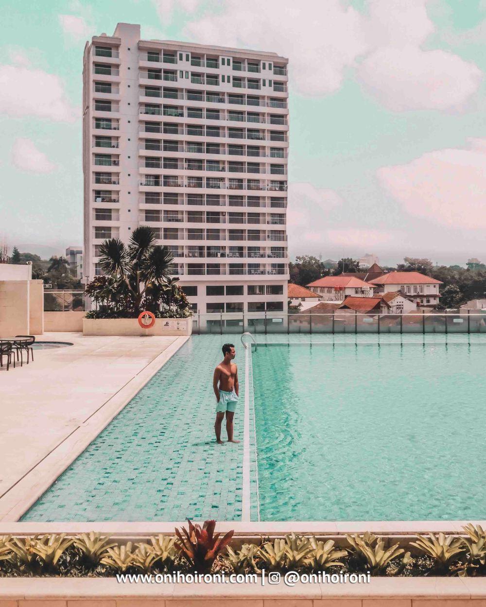 5 Swimming Pool Crowne Plaza Bandung Oni Hoironi