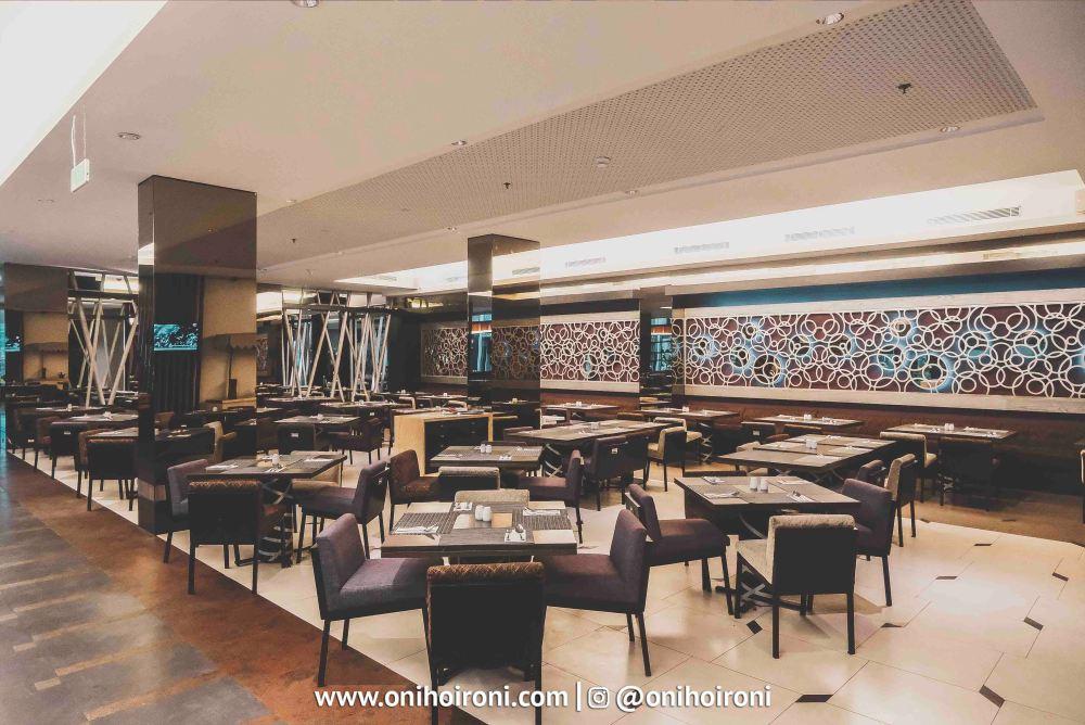 5 The Ambassador Restaurant Holiday Inn Pasteur Oni Hoironi