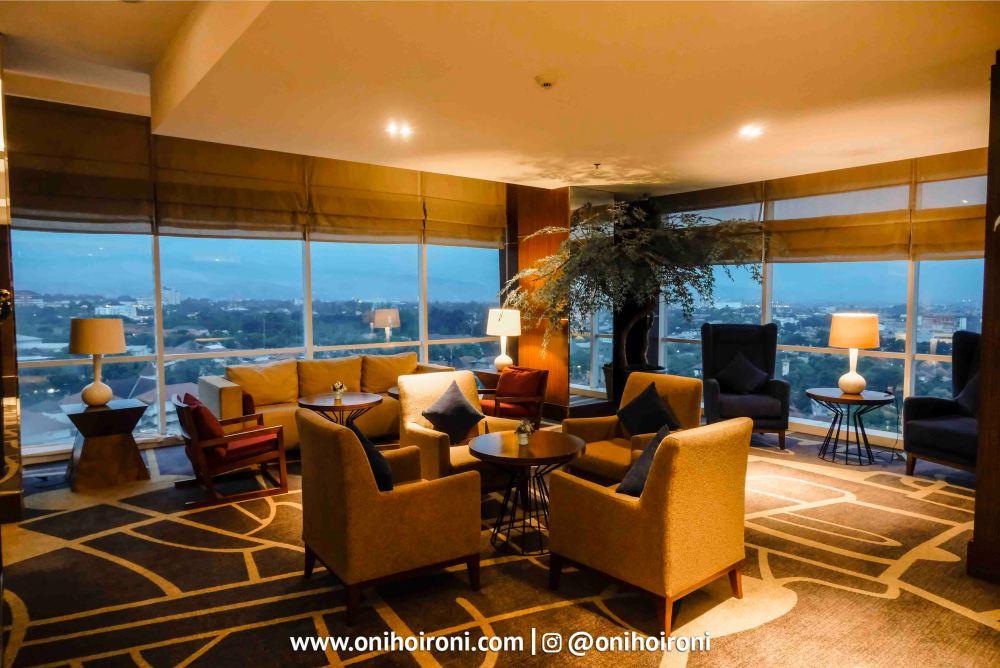 6 Executive Lounge Crowne Plaza Bandung Oni Hoironi