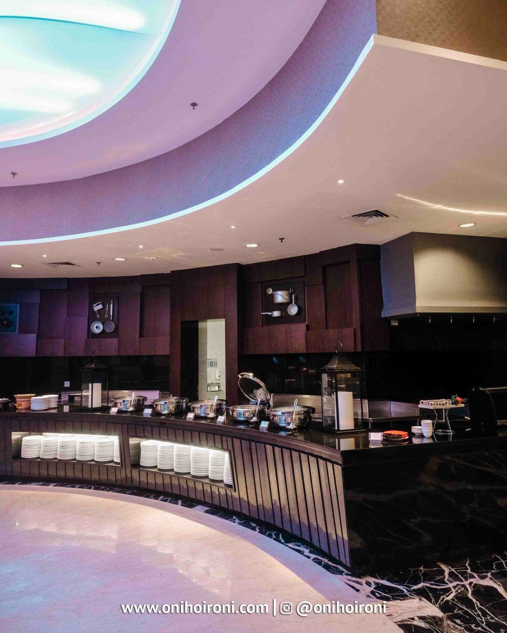 6 Mosaic all day dining Crowne Plaza Bandung Oni Hoironi