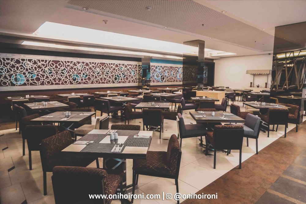 6 The Ambassador Restaurant Holiday Inn Pasteur Oni Hoironi