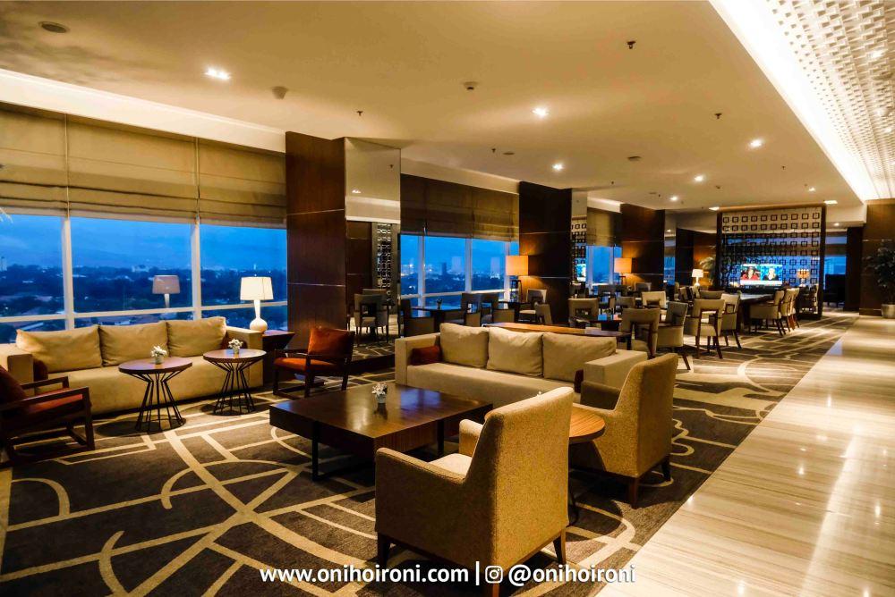 7 Executive Lounge Crowne Plaza Bandung Oni Hoironi