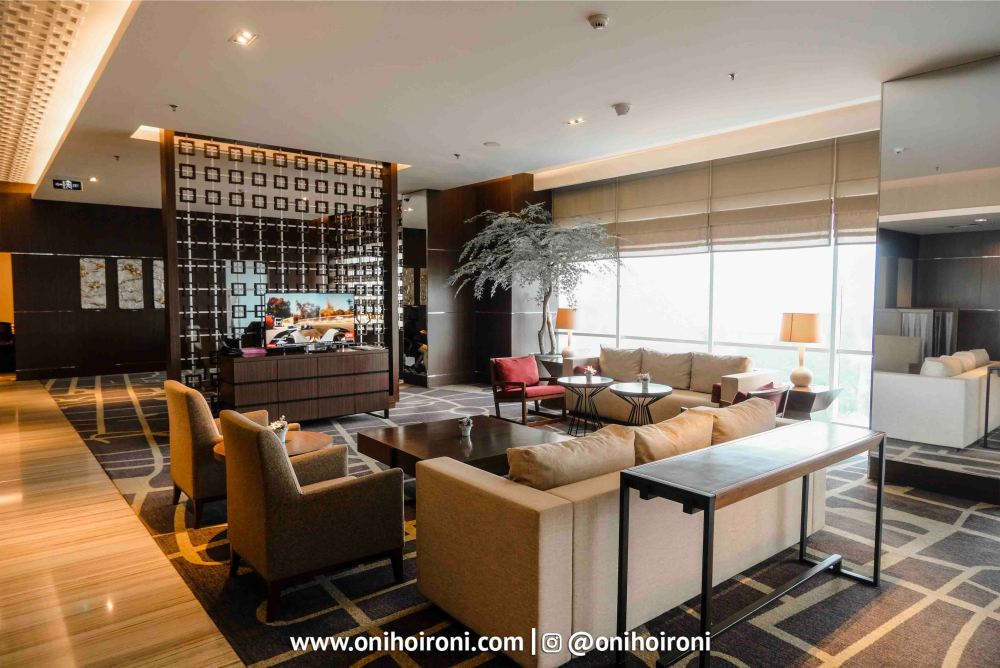 8 Executive Lounge Crowne Plaza Bandung Oni Hoironi