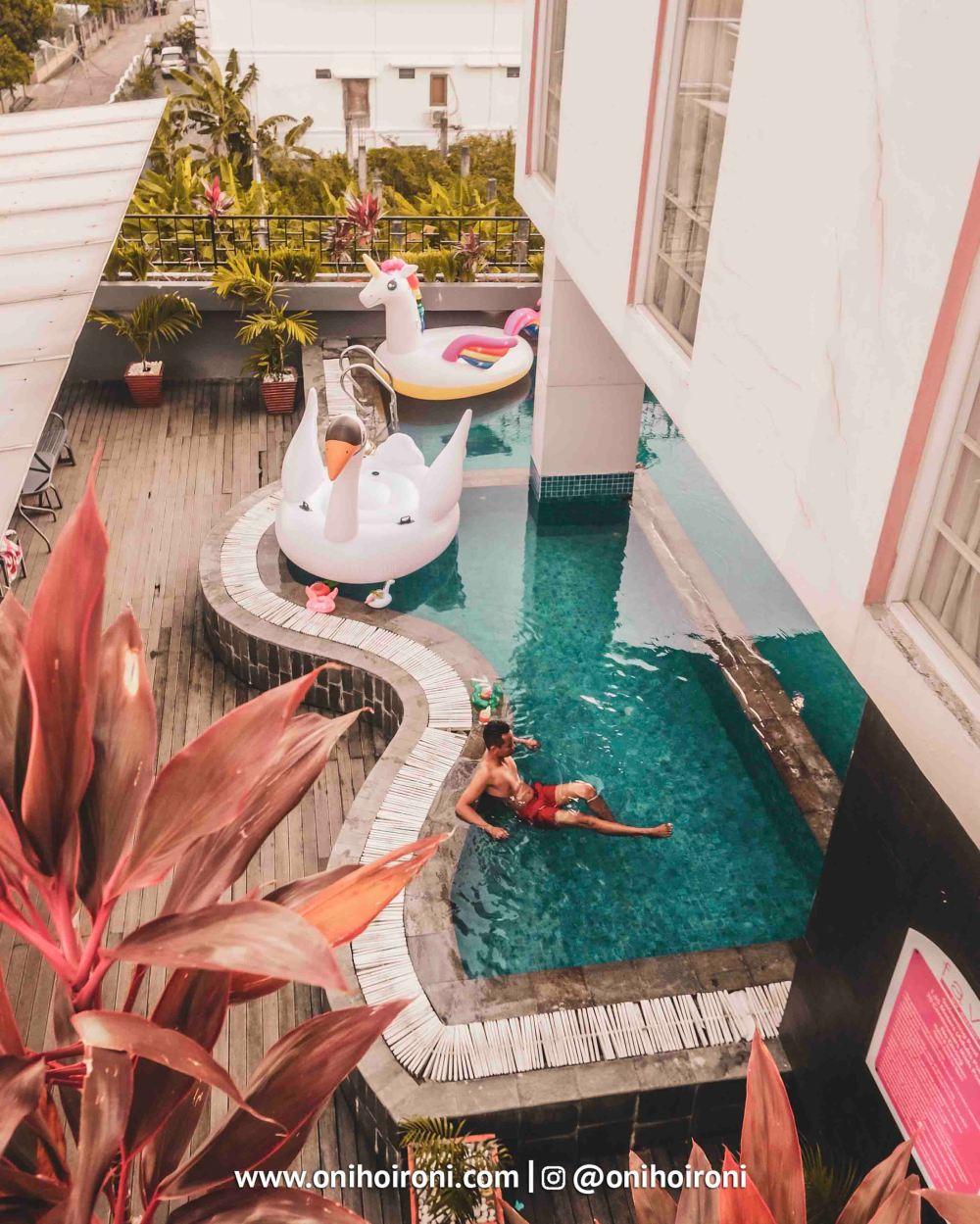 1 Swimming Pool Fave Hotel palembang Oni Hoironi