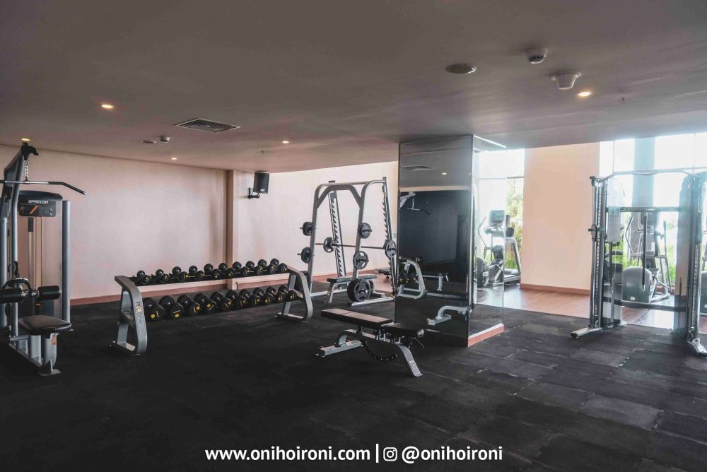 2 Fitness Center Intercontinental Bandung Oni Hoironi