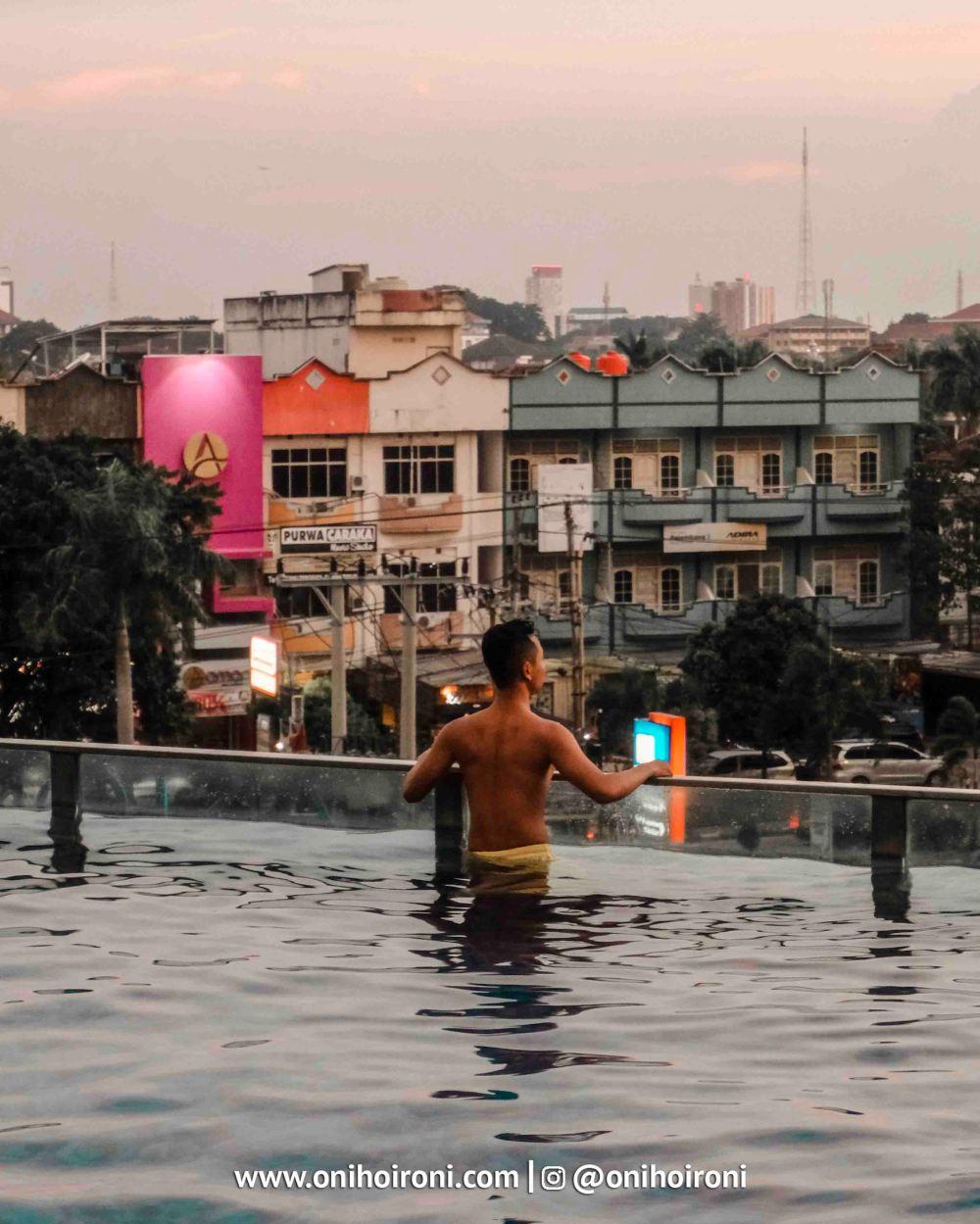 2 Swimming Pool Aston Palembang Oni Hoironi