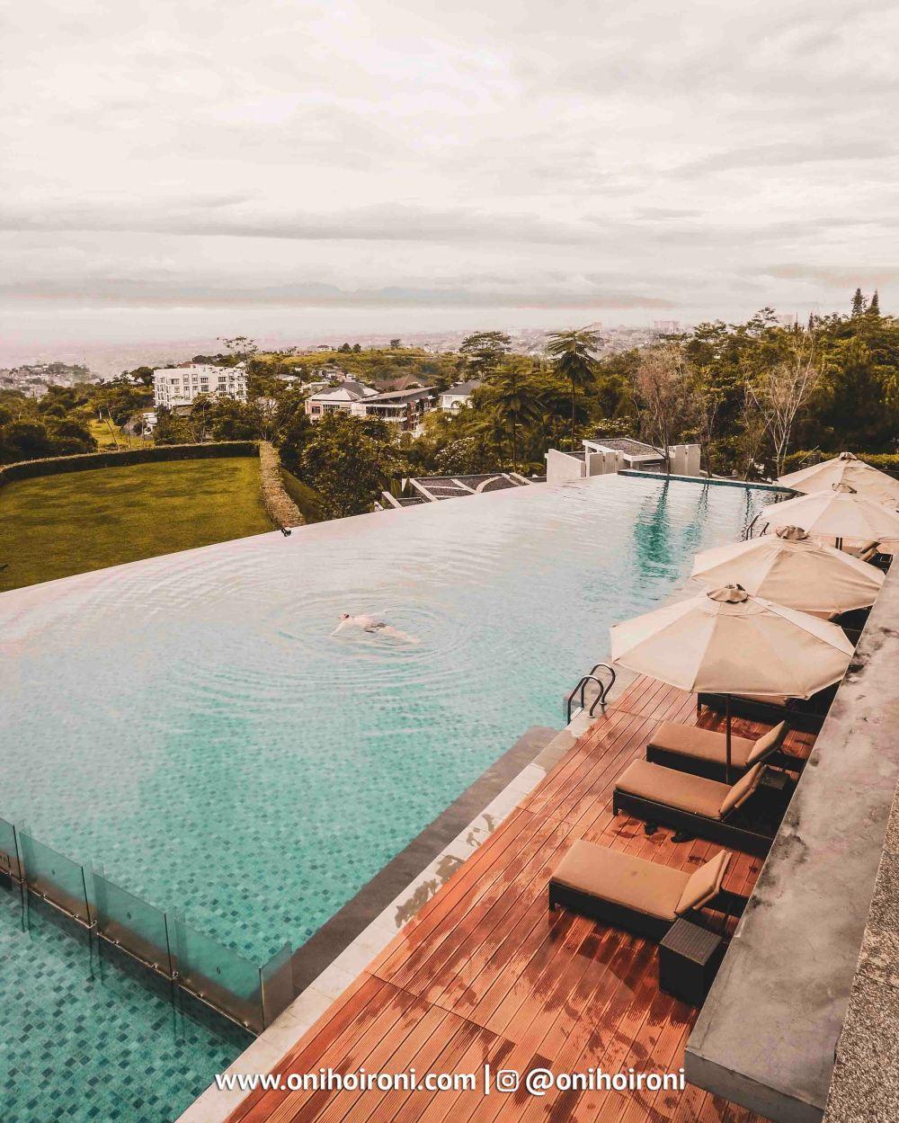 2 Swimming Pool Intercontinental Bandung Oni Hoironi