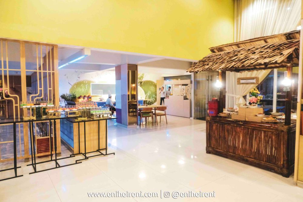3 Lime Restaurant Fave Hotel palembang Oni Hoironi