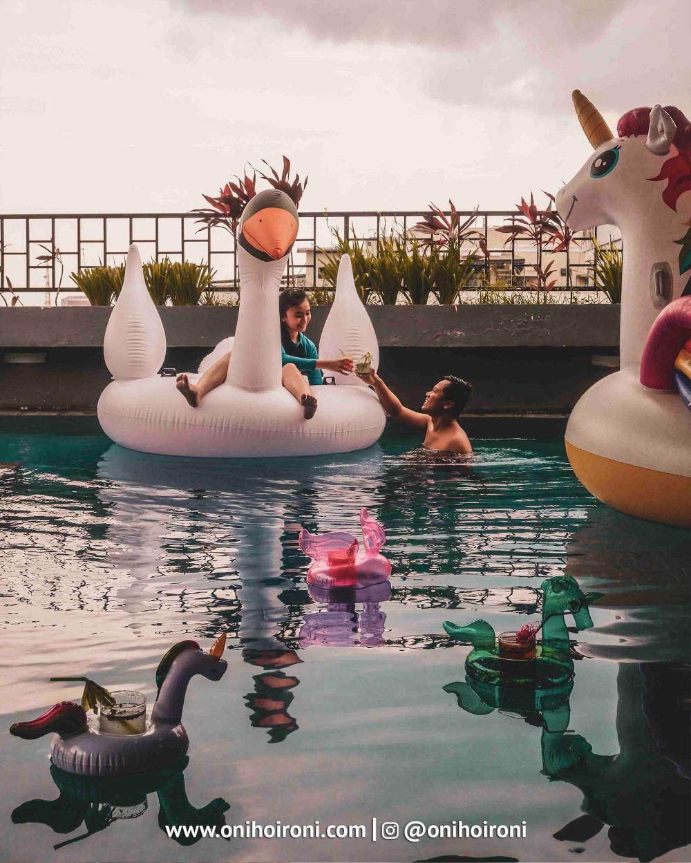 3 Swimming Pool Fave Hotel palembang Oni Hoironi