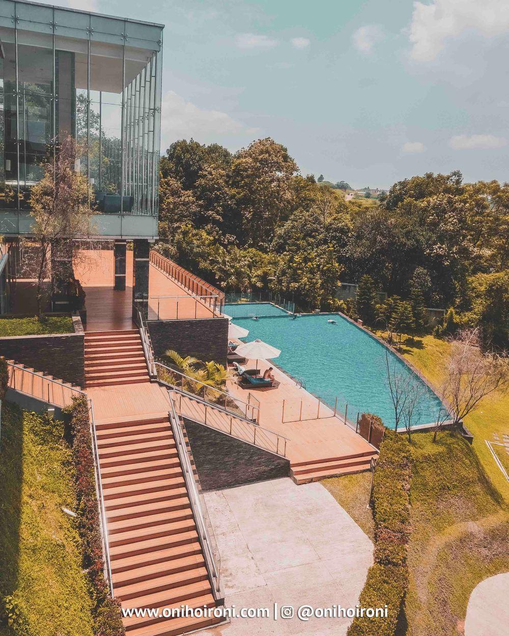 3 Swimming Pool Intercontinental Bandung Oni Hoironi