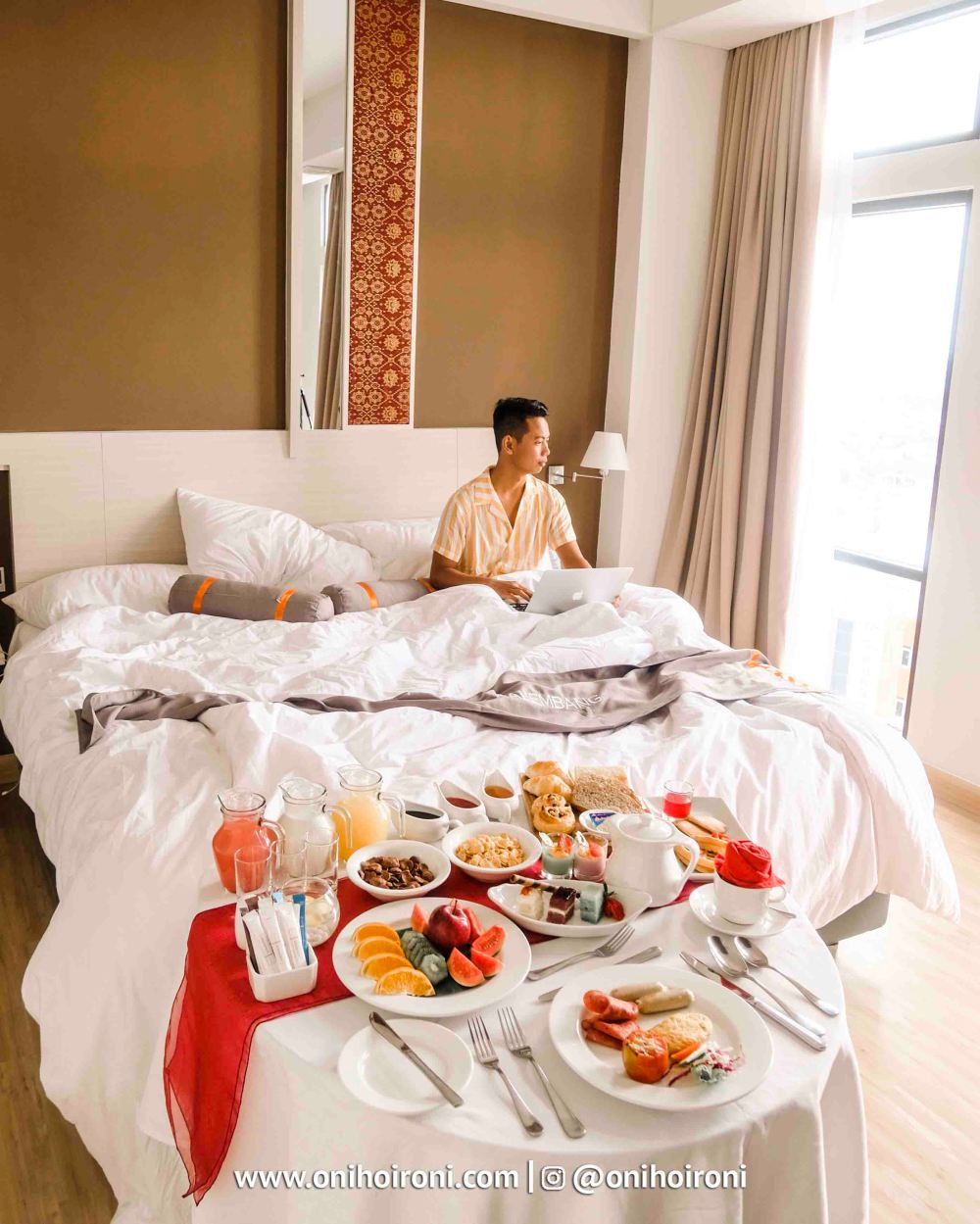 4 Breakfast In Bed Harper Hotel Palembang
