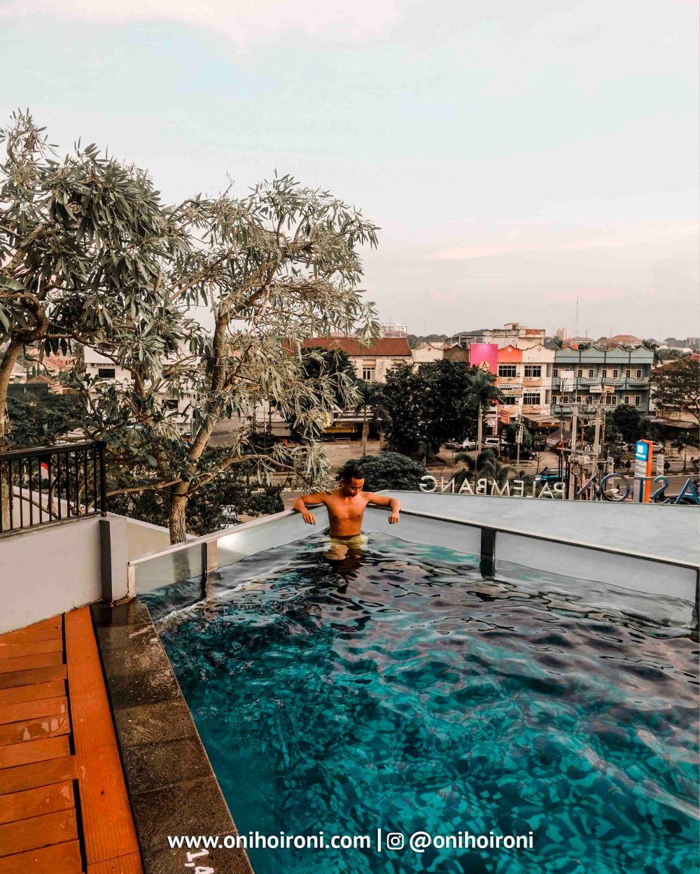 4 Swimming Pool Aston Palembang Oni Hoironi