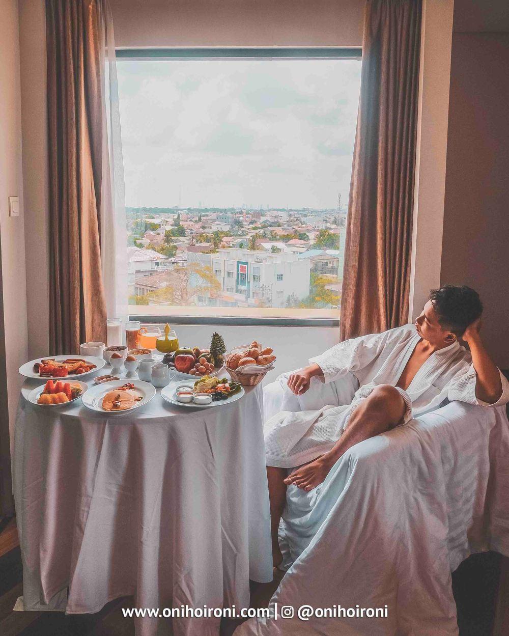 5 Breakfast in bed Aston palembang Oni Hoironi