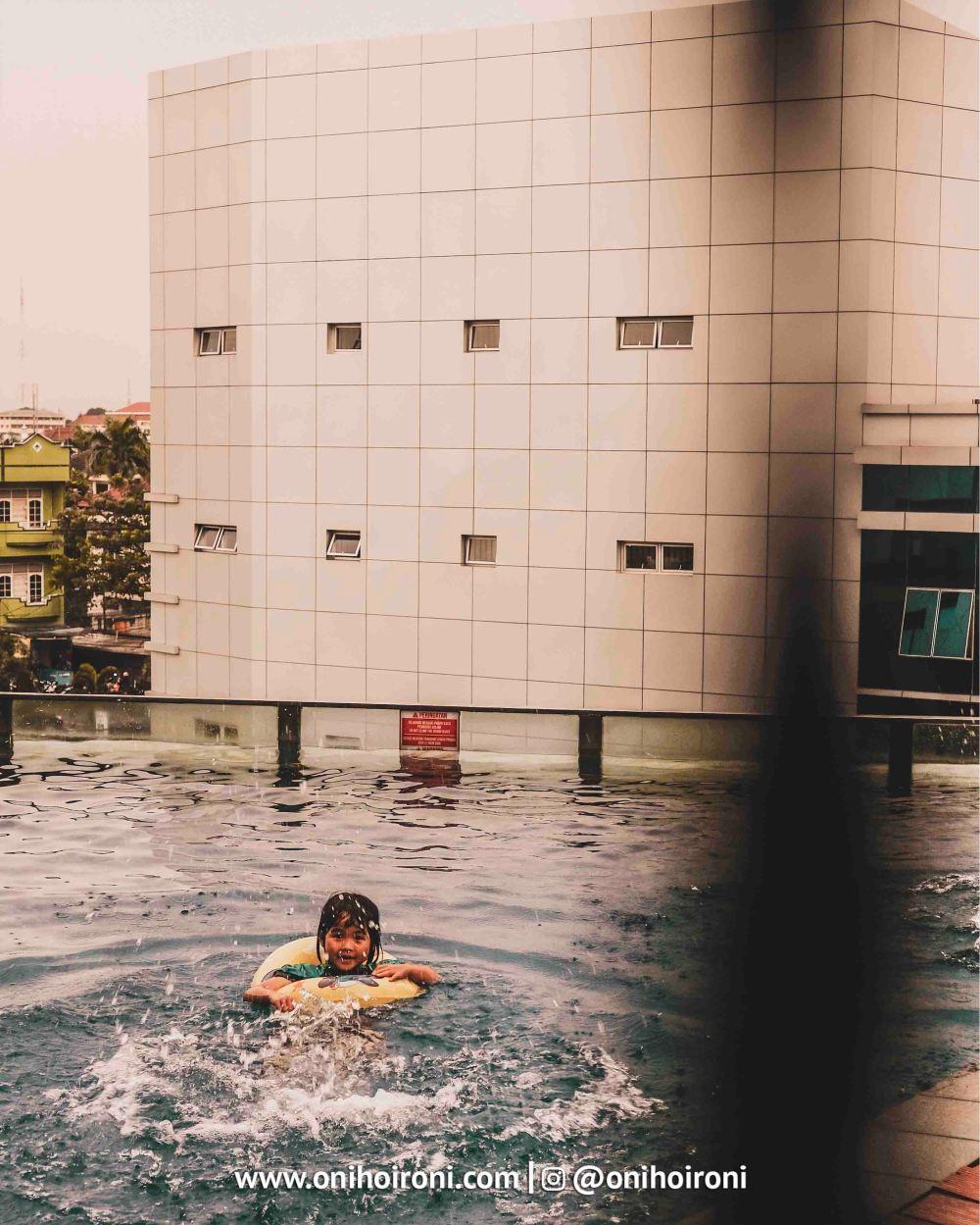 6Swimming Pool Aston Palembang Oni Hoironi