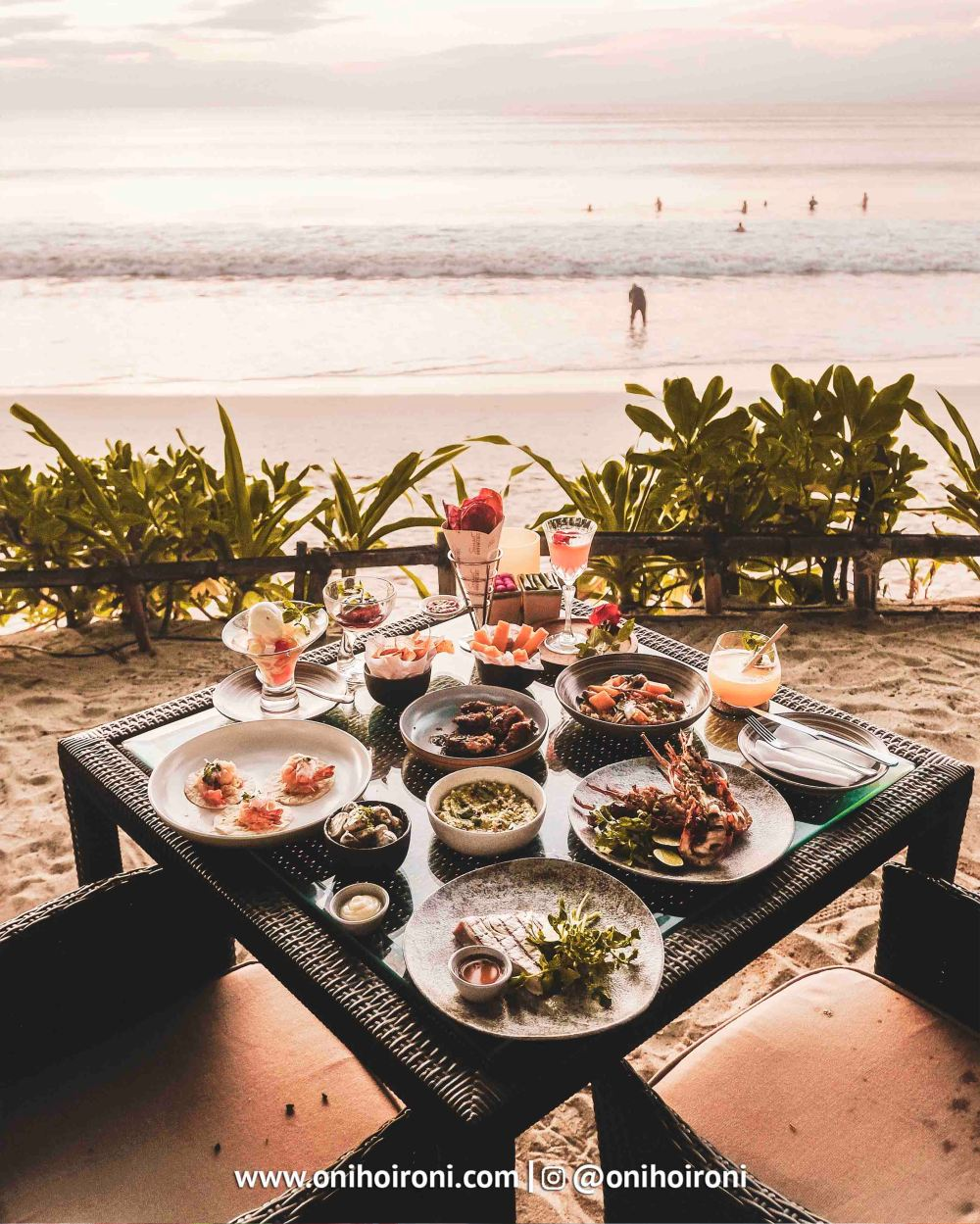 10 food makanan Sunset beach bar and grill intercontinental bali resort oni hoironi restaurant di jimbaran