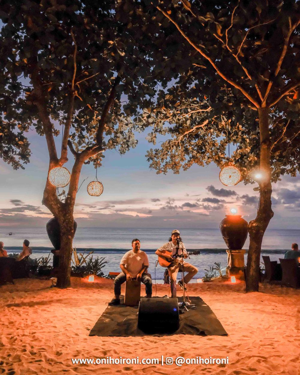 10 Sunset beach bar and grill intercontinental bali resort oni hoironi restaurant di jimbaran copy