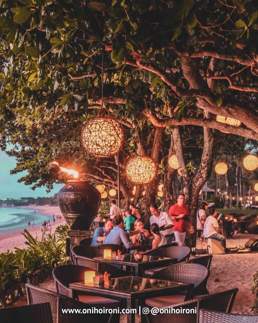 11 Sunset beach bar and grill intercontinental bali resort oni hoironi restaurant di jimbaran copy