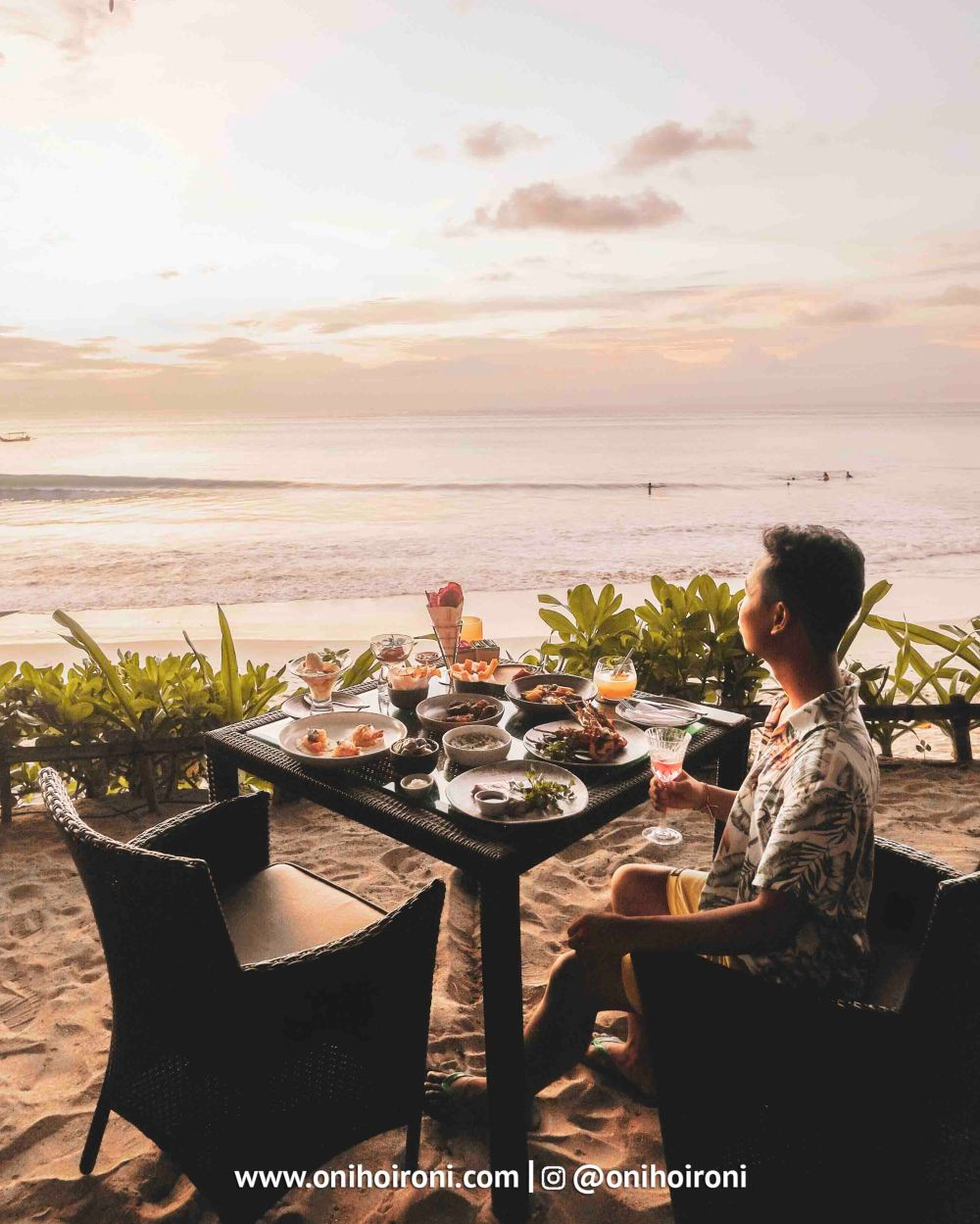12 Sunset beach bar and grill intercontinental bali resort oni hoironi restaurant di jimbaran copy