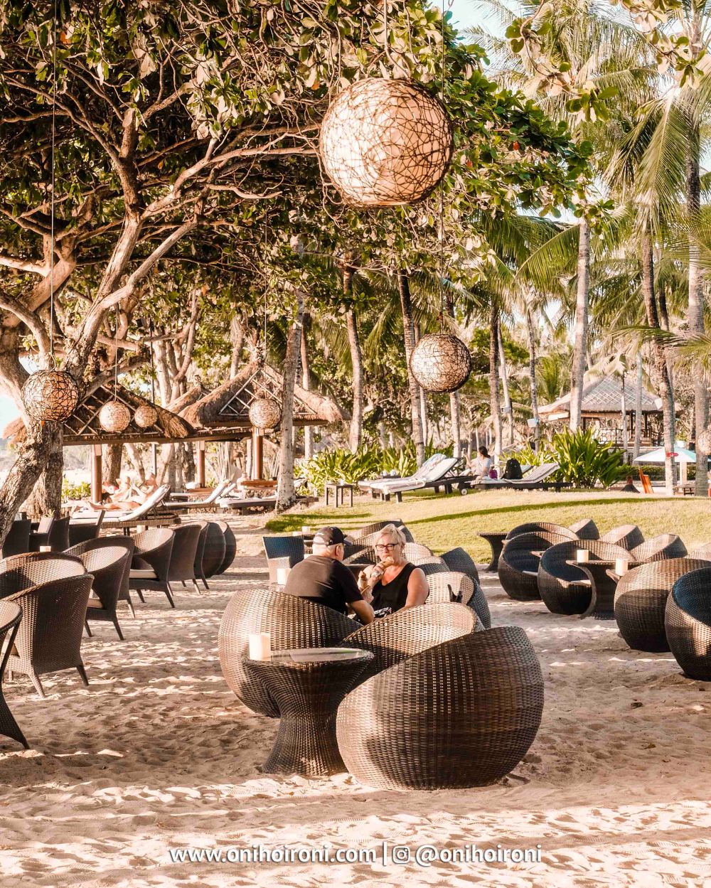 13 Sunset beach bar and grill intercontinental bali resort oni hoironi restaurant di jimbaran copy