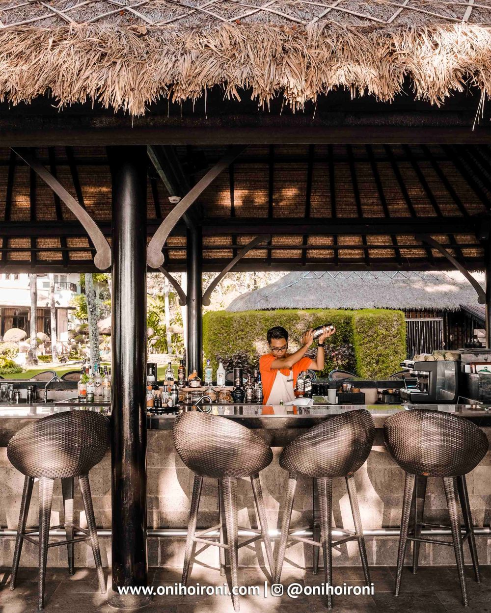16 Sunset beach bar and grill intercontinental bali resort oni hoironi restaurant di jimbaran copy