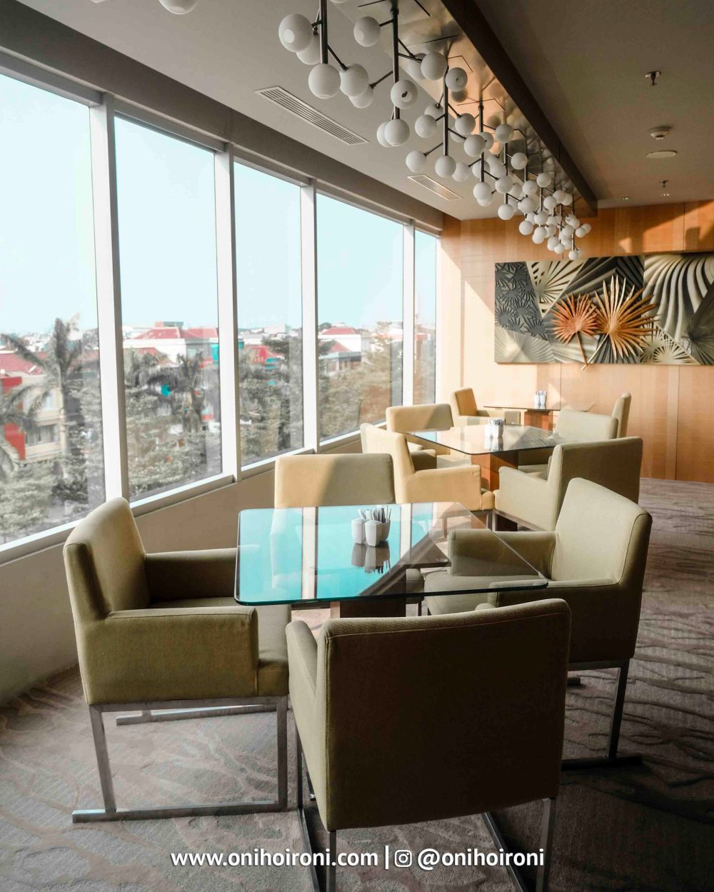 2 Executive Lounge Holiday inn kemayoran jakarta oni hoironi