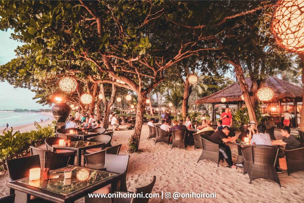 2 Sunset beach bar and grill intercontinental bali resort oni hoironi restaurant di jimbaran