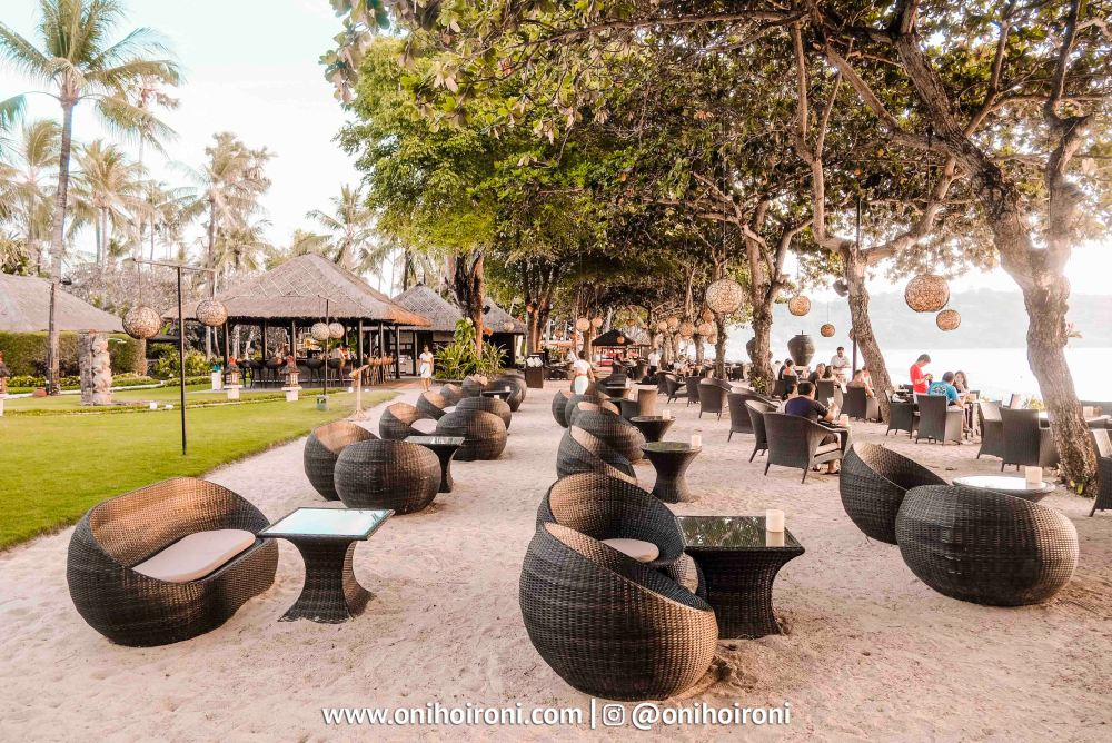 3 Sunset beach bar and grill intercontinental bali resort oni hoironi restaurant di jimbaran