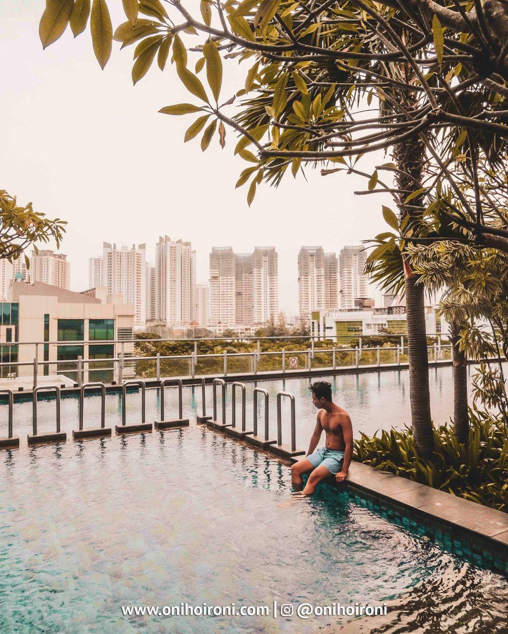 4 Swimming Pool Holiday Inn Jakarta Kemayoran