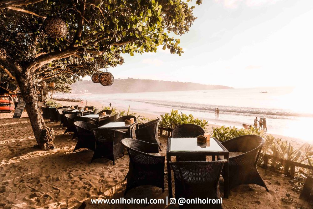 5 Sunset beach bar and grill intercontinental bali resort oni hoironi restaurant di jimbaran