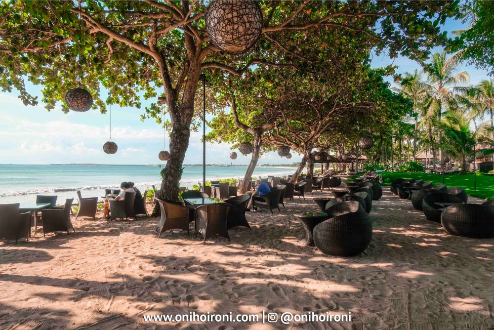 6 Sunset beach bar and grill intercontinental bali resort oni hoironi restaurant di jimbaran