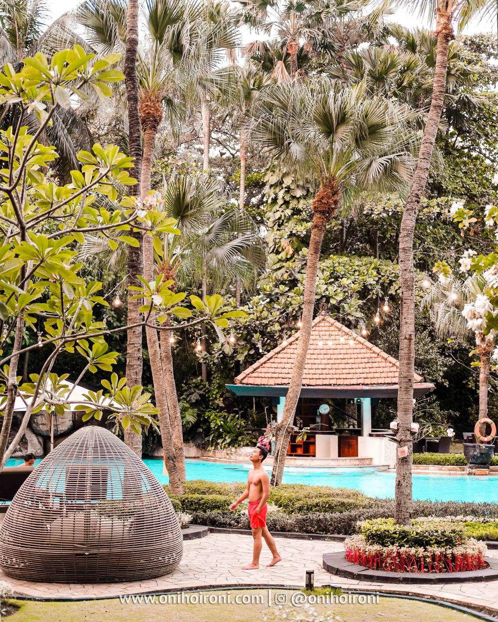 1 Review Swimming Pool kolam renang Shangrila Surabaya Hotel Oni hoironi